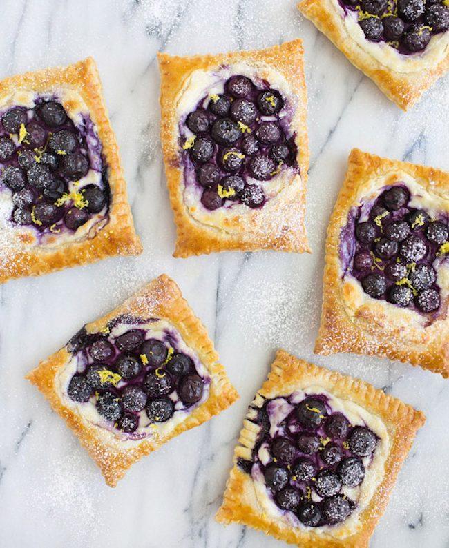 um-doce-dia-receita-de-torta-folhada-de-queijo-com-blueberry-01