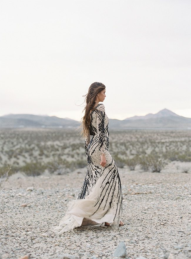 um-doce-dia-casamento-vestidos-monique-lhuillier-o-deserto-e-os-vestidos-geometricos-03