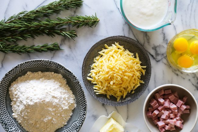 um-doce-dia-receita-de-waffles-de-queijo-presunto-e-alecrim-02