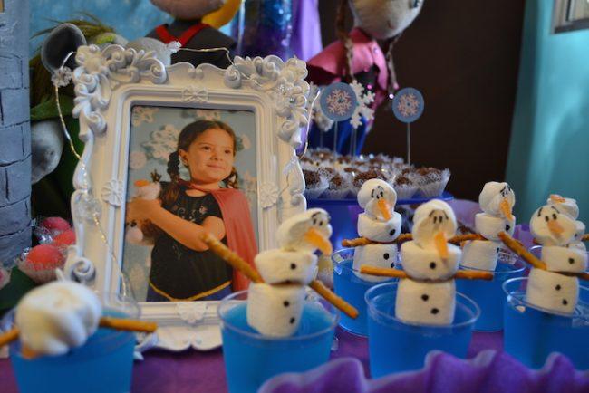 um-doce-dia-decoracao-frozen-com-a-princesa-helena-11