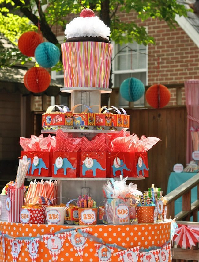 um-doce-dia-festa-infantil-gemeos-circo-no-quintal-10
