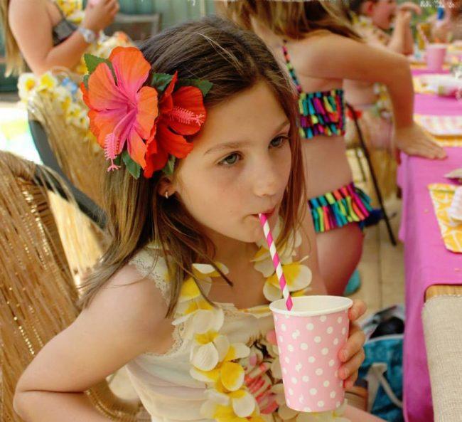um-doce-dia-festa-meninas-luau-havaiano-no-quintal-16