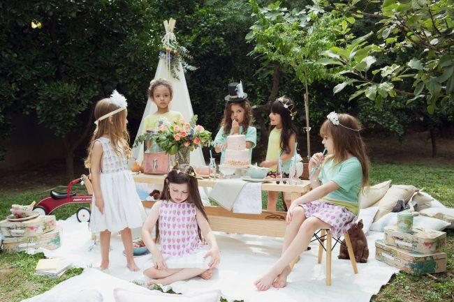 um-doce-dia-infantil-meninas-inspiracao-um-lunatico-cha-da-tarde-festa-dos-chapeus-07