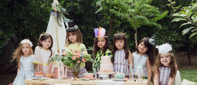um-doce-dia-infantil-meninas-inspiracao-um-lunatico-cha-da-tarde-festa-dos-chapeus-11