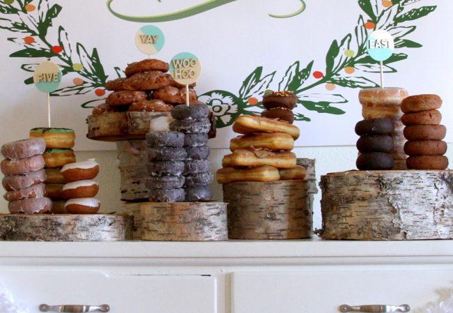 um-doce-dia-mesa-de-sobremesas-donuts-02