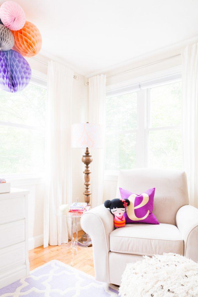 um-doce-dia-decoracao-quarto-de-bebe-lavanda-e-coral-01