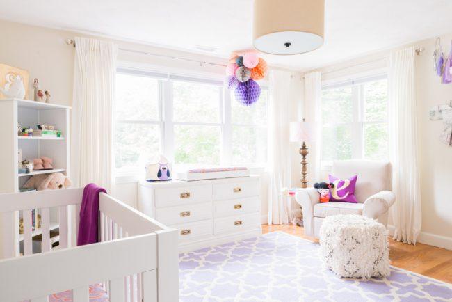 um-doce-dia-decoracao-quarto-de-bebe-lavanda-e-coral-02