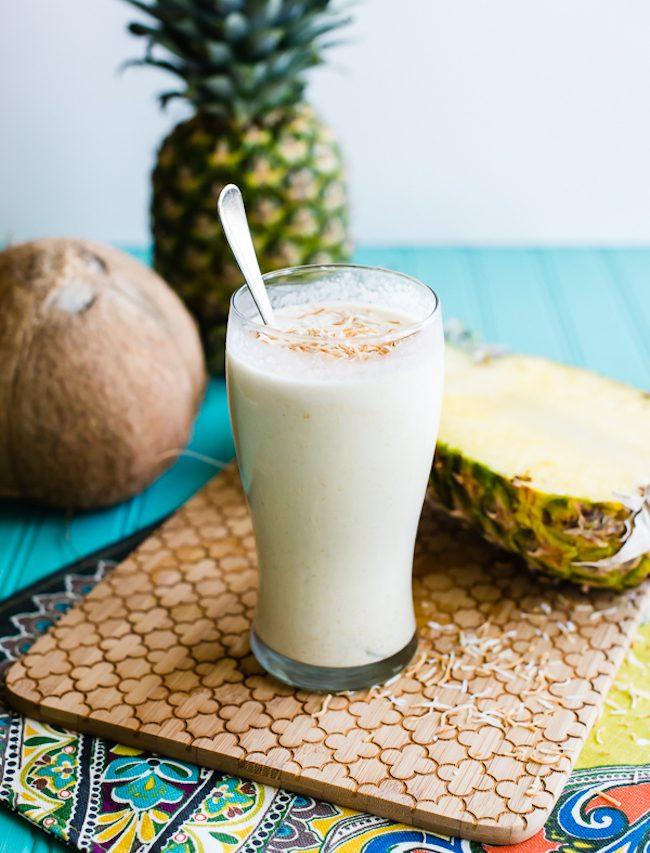 um-doce-dia-receita-milkshake-vegano-de-abacaxi-com-coco-02