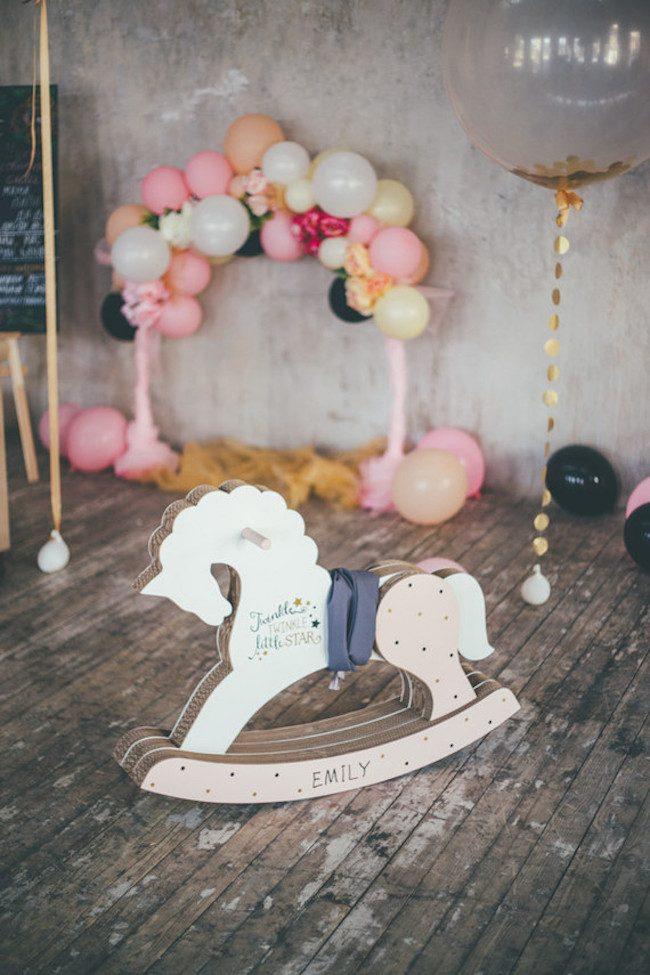 um-doce-dia-aniversario-ouro-e-confetes-cor-de-rosa-06