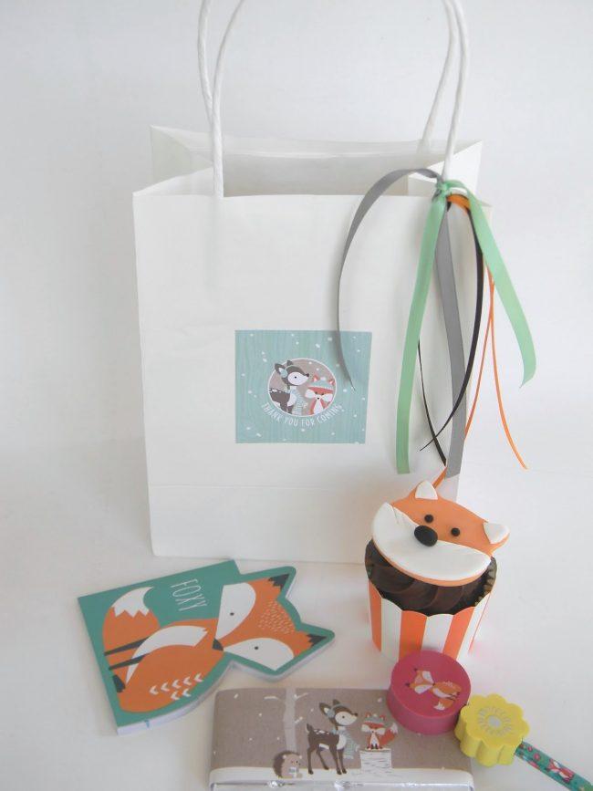 um-doce-dia-decoracao-aniversario-raposa-floresta-de-inverno-10