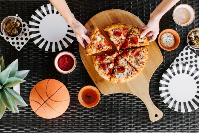 um-doce-dia-decoracao-masculina-pizza-e-basketball-09