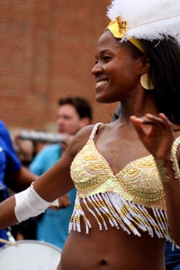 Vavá United School of Samba brought a number of dancers to the parade. (Julia Lerner/Writer's Bloc)