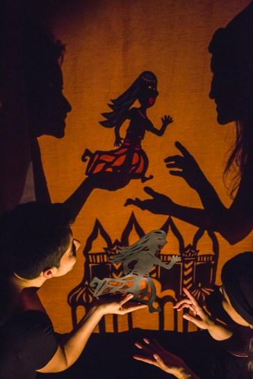 Um Encanto em Nagalândia - Fabiana Lazzari e Tuany Fagundes- entreAberta Cia teatral Foto Daniel Queiroz - Jornal Notícias do Dia