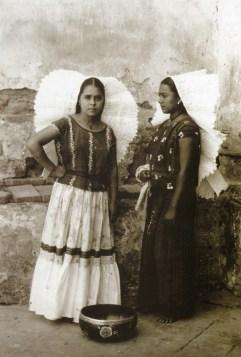 """Page from """"Los pueblos indígenas de Oaxaca: Atlas etnográfico"""""""