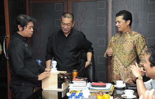 Presentasi dan demo alat penyaring limbah dengan sistem elektrifikasi pada Wakil Gubernur Jawa Barat dan Bupati Bandung Barat