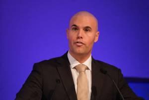 मुस्लिम-विरोधी स्वतंत्रता पार्टी के डच राजनेता ने सोमवार 04/02/2019 को घोषणा की कि उन्होंने इस्लाम धर्म अपना लिया है। Joram-van-Klaveren-revert-to-islam
