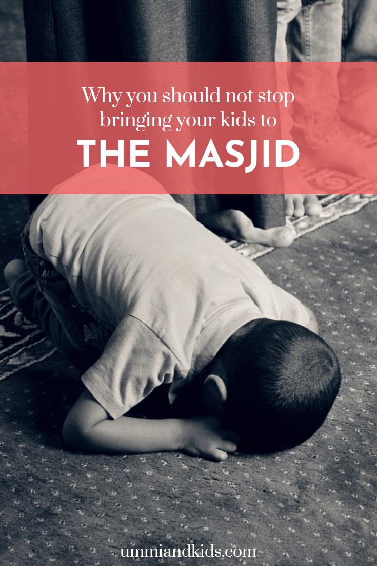 Child doing sujud at masjid