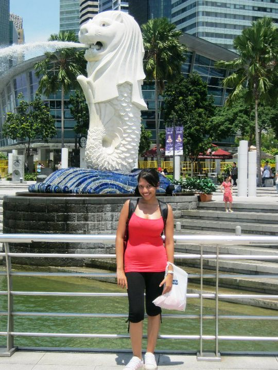 Me standing in front of Merlion, Singapore