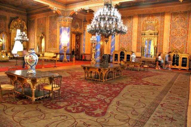 Salões ricamente decorados