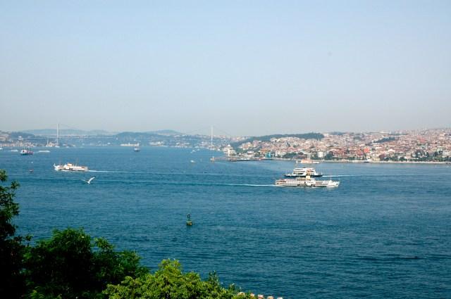 A bela vista do Estreito de Bósforo a partir do Palácio Topkapi