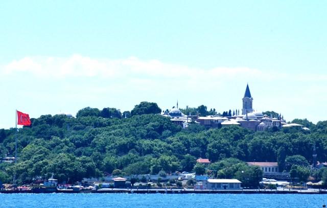 O Palácio Topkapi visto a partir do Bósforo