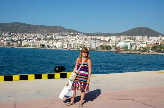 O balneário turco de Kusadasi no Mar Egeu