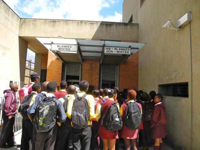 A entrada do Museu do Apartheid