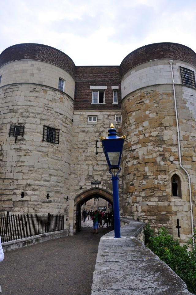 Os portões da entrada do castelo.