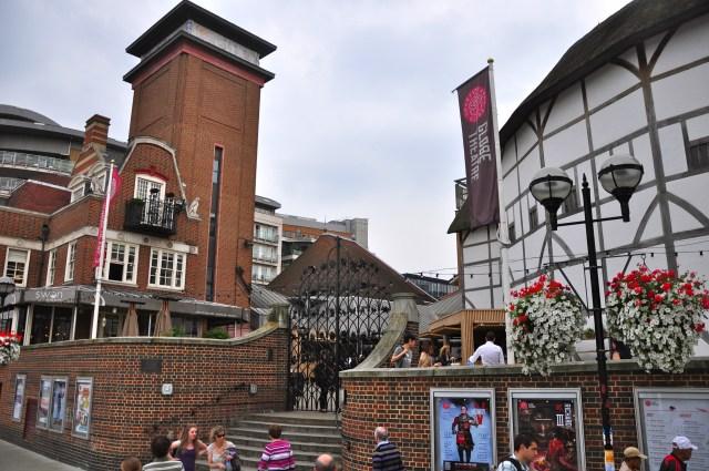O The Globe, teatro de Shakespeare nas margens do Tâmisa