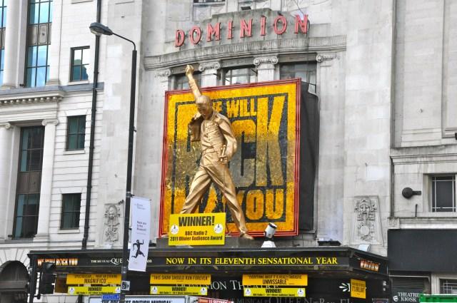 A peça We Will Rock You no Dominion Theatre