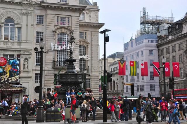 Circulação frenética na Piccadilly Circus