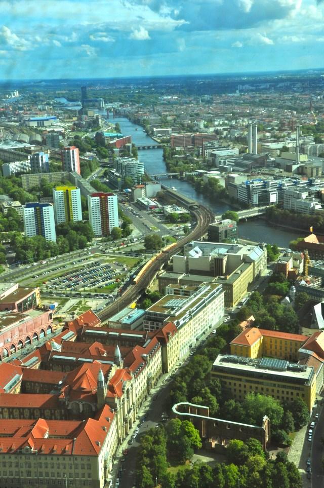 Imagem de Berlim com o Rio Spree, a principal artéria da cidade.