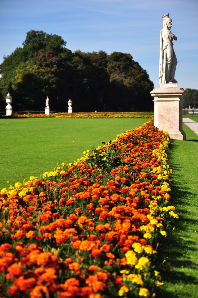 O belo jardim do Castelo Nymphenburg.