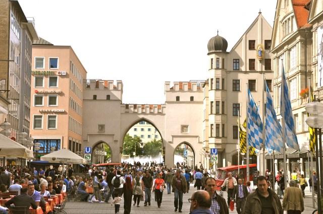 O Karlstor na entrada da Neuhauser Strasse