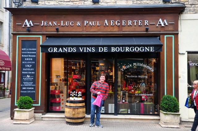Os grandes vinhos da Borgonha são leiloados no Hotel Dieu