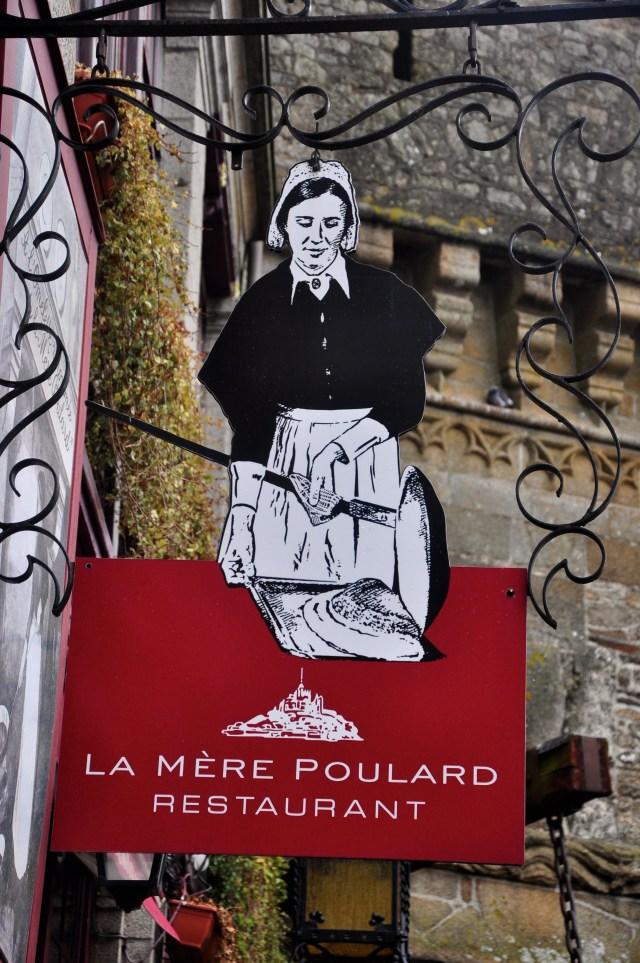 Restaurante La Mère Poulard, caro e não muito bom.