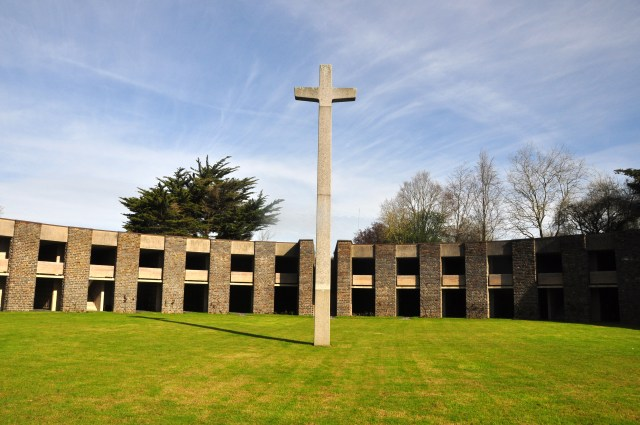 O Cemitério Alemão da Normandia.