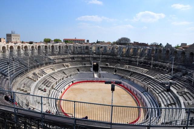 O anfiteatro romano de Arles.