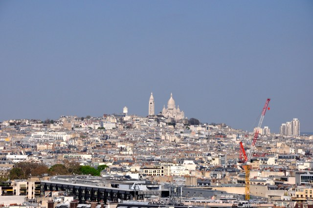 Vista panorâmica de Paris com a Basílica de Sacré-Coeur ao fundo