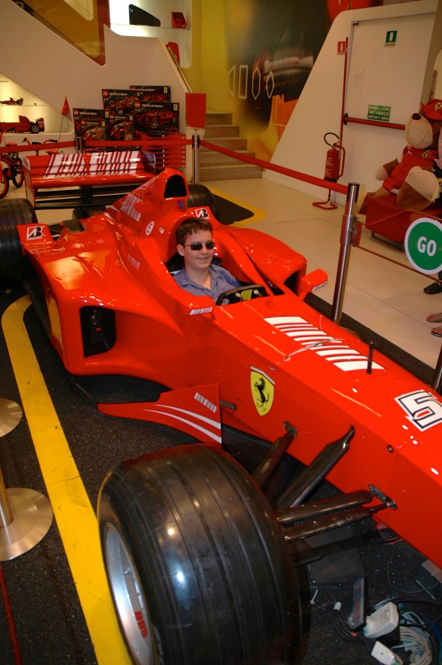 Uma loja da Ferrari em Milão.