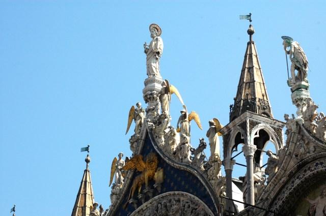 Detalhes da fachada da Basílica de São Marcos.