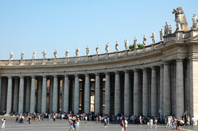As colunas dóricas ao redor da Praça.