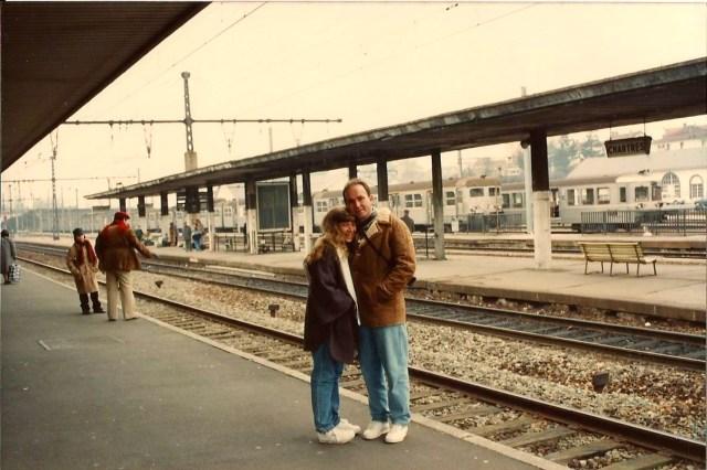 Muito frio na espera do trem para Versalhes.
