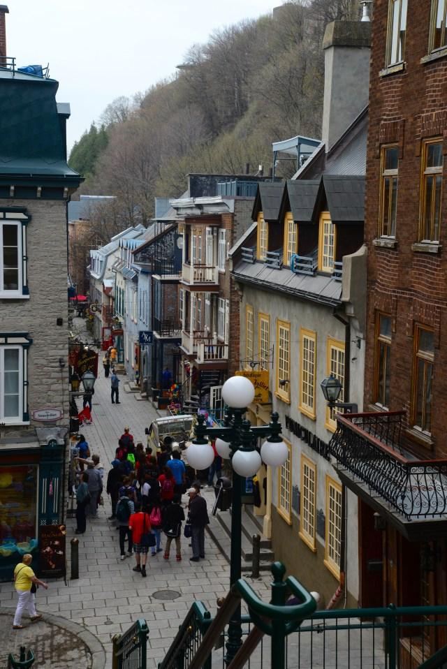 A escadaria que liga a Cidade Alta à Cidade Baixa em Quebec.