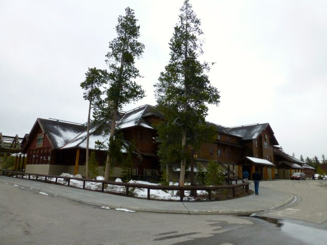 O Old Faithful Snow Lodge.