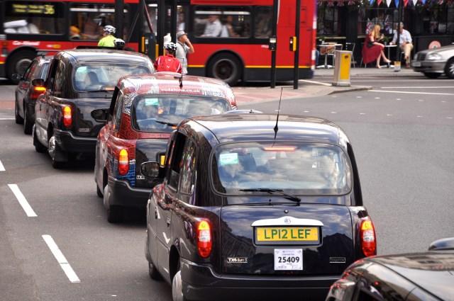 Taxis nas ruas de Londres