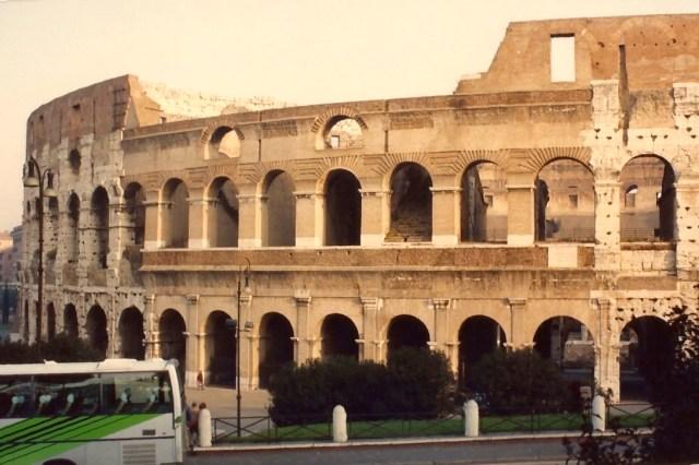 O gigantesco anfiteatro.