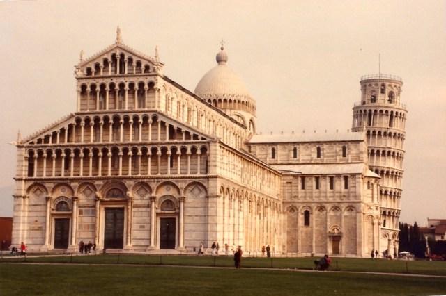 O conjunto arquitetônico da cidade de Pisa.