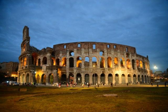 A iluminação dá um charme especial ao Coliseu.