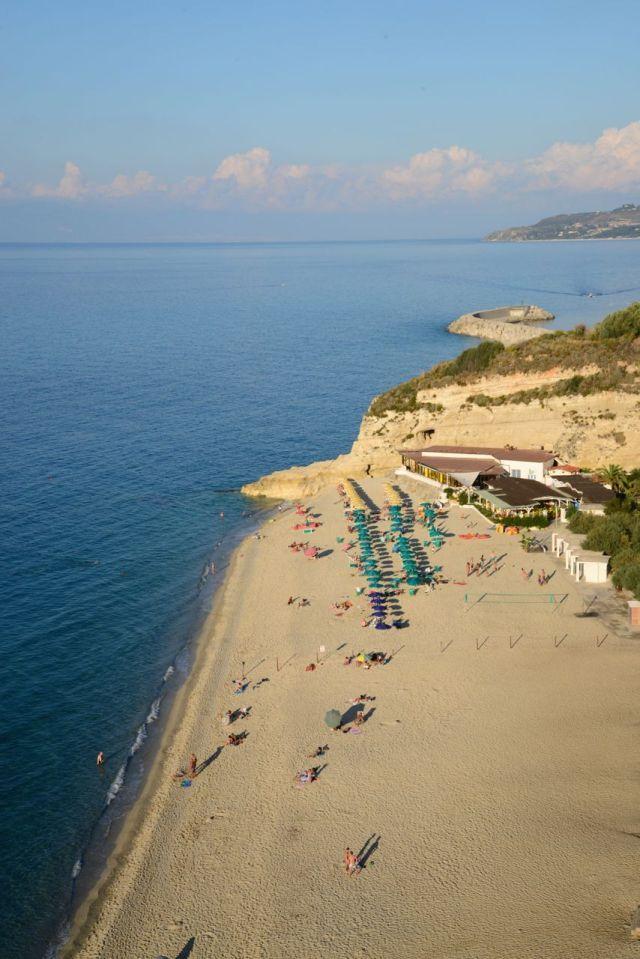 A costa da Calábria tem belas praias.
